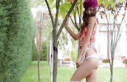 Troietta sexy ci fa vedere la fighetta rasata