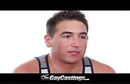 Casting porno gay con un ragazzo passivo voglioso di cazzo
