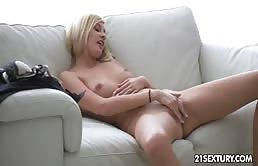 Ditalini bollenti con una giovane bionda sexy