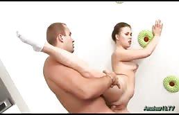Il marito glielo sbatte tutto dentro
