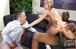 Diciottenne bionda fa sesso con un nero davanti al patrigno