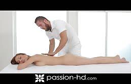 Ragazza eccitata scopata dopo un massaggio erotico