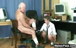 Segretaria scopata in ufficio dal suo capo maturo